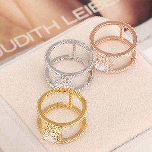 Henri Bendel I-Shaped Double Layer Ring